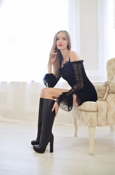 Fantastic Leather Boots Outfit Ideas To Enhance Your Sexiness In Cold Weather Thigh High Boots Heels, Hot High Heels, Sexy Heels, Heeled Boots, Stiletto Boots, Knee Boots, Sexy Outfits, Boot Outfits, Sexy Stiefel