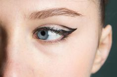 tsumori-chisato-o-i-2015 - delineador preto vazado ideias para delinear - olhos azuis