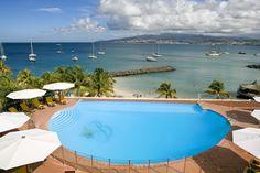 C'est parti pour la Martinique ! Le Bakoua est un hôtel 4 étoiles, en bord de plage naturelle au sable fin. Sur la côte sud-ouest de la Martinique, cet l'hôtel a un air de demeure familiale.   #martinique #hotel #hotelissima