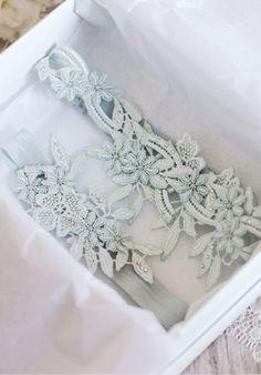 DAPHNE GÇ£TossGÇ¥ Blue Wedding Garter 2