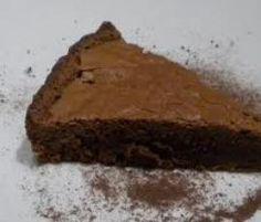 Recette Gâteau au chocolat (cuire moins lgt & mettre moins de sucre) Mettre 200g de chocolat noir pâtissier et 125g de beurre en morceaux dans le bol : 5min 50° vit 1  Ajouter 4 oeufs et 200g de sucre : 1min vit 4 Ajouter 100G de farine et un sachet de levure : 1 min vit 4 Verser dans un moule à manquer préalablement beurré et fariné Enfourner environ 30 min