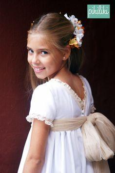 Precious Child - festive little girl Fashion Kids, Young Fashion, Première Communion, Communion Dresses, Little Girl Dresses, Girls Dresses, Flower Girl Dresses, Beautiful Gowns, Beautiful Bride