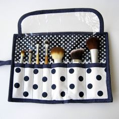 Fat Quarter Series: Makeup Brush Roll Tutorial Small Sewing Projects, Sewing Projects For Beginners, Sewing Hacks, Sewing Tutorials, Sewing Crafts, Bag Patterns To Sew, Sewing Patterns Free, Free Sewing, Makeup Brush Roll