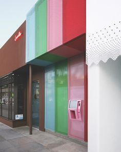 24-HOUR SPRINKLES CUPCAKE ATM that dispenses your choice of delicious cupcake any hour of the day