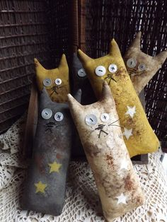 gifts for cats Primitive Cat Bowl Fillers! **You will receive three black, 1 yellow and 1 white.** These are made to order. You will not receive the ones pictured but they are al Fabric Toys, Fabric Crafts, Sewing Crafts, Cat Crafts, Halloween Crafts, Arts And Crafts, Wood Crafts, Primitive Crafts, Primitive Snowmen