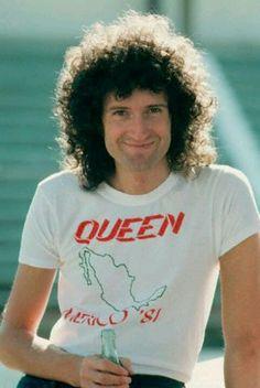 Brian May 1981 the queen Queen Mercury, Queen Freddie Mercury, Queen Pictures, Queen Photos, John Deacon, Queen Brian May, Wall Of Sound, Steve Vai, Best Guitarist