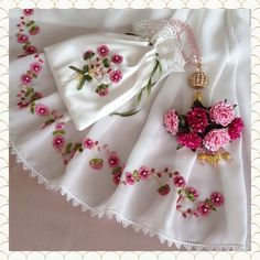 Embroidery On Clothes, Embroidery Works, Silk Ribbon Embroidery, Crewel Embroidery, Diy Lace Ribbon Flowers, Ribbon Bouquet, Ribbon Art, Hand Embroidery Projects, Embroidery Designs