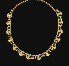 AN ACHAEMENID GOLD AND CORNELIAN NECKLACE -  CIRCA 4TH CENTURY B.C.