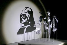 From architect and artist Red Hong Yi, observe these seven anamorphic Star Wars silhouettes, shadow art experiments created by shining a beam of light from a specific position onto different shapes ar Star Wars Fan Art, Star Wars Dark, Star Wars Icons, Star Wars Characters, Photos D'ombre, Art Hipster, Art Couple, Newest Horror Movies, Star Wars Art
