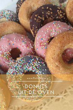 Deze donuts uit de oven maken is gemakkelijjk! Ze zijn super lekker en met dit recept zijn de donuts snel klaar! PinGetest Cupcake Toppings, Donut Maker, Pureed Food Recipes, Baked Donuts, Doughnut, Food To Make, Oven, Healthy Snacks, Yummy Food