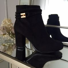 Brenda Black Glimmer Band Boot Heel With Gold Bar