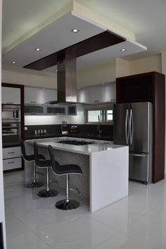 "For a small kitchen ""spacious"" it is above all a kitchen layout I or U kitchen layout according to the configuration of the space. Luxury Kitchen Design, Best Kitchen Designs, Modern House Design, Interior Design Kitchen, Kitchen Ceiling Design, Interior Modern, Interior Ideas, Modern Decor, New Kitchen Cabinets"