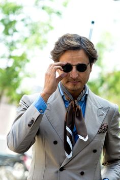 Parisian Gentleman: 5 Men's Style Myths – Debunked Milan Men's Street Style, Men Street, Preppy Men, Preppy Style, Men's Style, Sharp Dressed Man, Well Dressed Men, Summer Suits, How To Wear Scarves