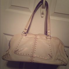 Chic Michael Kors Leather Handbag Beautiful cream/ off white authentic bag purchased at TJ Maxx.  Only used a few times, in perfect condition other than pen marks in the inside. Michael Kors Bags Shoulder Bags
