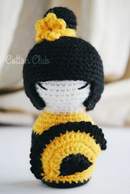 Cotton Club: Kokeshi amigurumi con ventaglio, schema gratuito in italiano Amigurumi Free, Crochet Patterns Amigurumi, Amigurumi Doll, Crochet Cross, Cute Crochet, Knitted Dolls, Crochet Dolls, Geisha, Beginner Crochet Projects