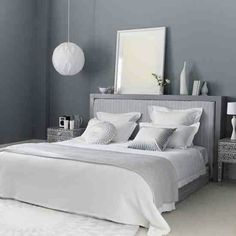 Grey Themes Wall Decoration and White Beds Furniture in Modern Bedroom Interior Design Ideas Home Decor Bedroom, Serene Bedroom, Modern Bedroom Design, Bedroom Colors, Bedroom Inspirations, Guest Bedrooms, Home Bedroom, Modern Bedroom, Grey Bedroom