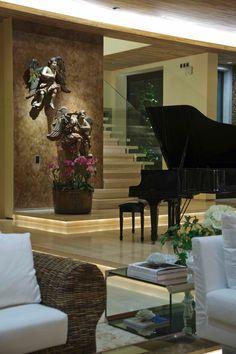 clássico piano de clada na sala de estar