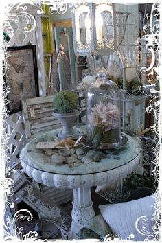 great idea using a birdbath as a table Vendor Displays, Market Displays, Store Displays, Booth Displays, Outdoor Projects, Diy Craft Projects, Outdoor Decor, Outdoor Living, Crafts