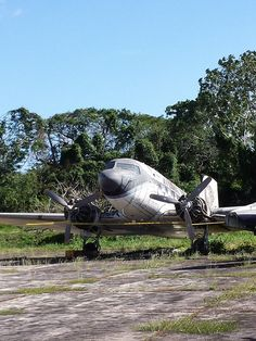 """Douglas DC-3A """"Caballo Viejo"""" (YV-440C, c/n 2201) of Aeroejecutvios abandoned at Charallave airport."""