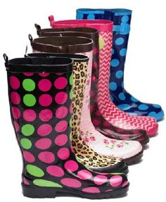 Women in search of cute rain boots, something that is less fussy will find cropped rain boots are a great choice. Cheap Rain Boots, Best Rain Boots, Cute Rain Boots, Short Rain Boots, Rain Shoes, Rubber Rain Boots, Stylish Boots, Me Too Shoes, My Style
