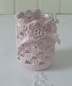 Lys rosa lyslykt hekla i mandarin classic(100% bomull) Det har satengsnor og pynteblomst øverst. Det passer til glass som er ... Crochet Decoration, Crochet Home Decor, Crochet Cup Cozy, Love Crochet, Crochet Jar Covers, Crochet Cushions, Easter Crochet, Craft Items, Crochet Projects