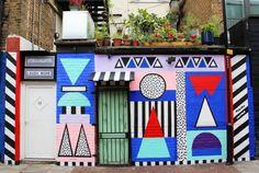 Camille Walala.  Diplômée en design textile de Brighton puis installée à Londres, cette amoureuse des motifs, fortement inspirée par le mouvement Memphis, la tribu Ndebele et les illustions d'optiques de Vasarely, s'attaque à tous les supports. Directrice artistique, designer textile, peintre, décoratrice, son champ d'action ne semble pas connaître de limites.