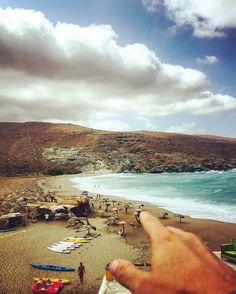 Η παραλία Κολυμπήθρα -surfers' paradise- μια μέρα που φύσαγε & η θάλασσα…