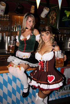 Oktoberfest, the worlds biggest and most famous beer festival, has opened in Munich, Germany. The Girls Of Oktoberfest 2009 pics) Oktoberfest Girls pics) Oktoberfest, the worlds b Oktoberfest History, Oktoberfest Hairstyle, Oktoberfest Costume, Octoberfest Girls, Beer Maid, German Girls, German Women, Beer Girl, German Beer