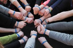 Gestaltet eure individuellen Armbänder..Egal ob Schule, Betrieb oder Uni...ownBand-Armbänder passen zu jedem Anlass. Foto: Armbandeinsatz,  AEGEE Studentengruppe Berlin #GoCreateYourOwnWristband #diy #ownband #create #silikonarmband