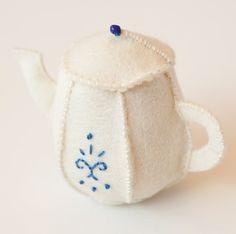 Felt Teapot Ornament; free pattern and tutorial living crafts