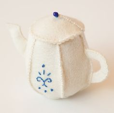 Felt Teapot Ornament; free pattern and tutorial living crafts