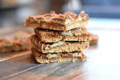 Tasty pecan bars with a shortbread crust and a pecan maple syrup layer that tastes like caramel. Low FODMAP, gluten-free and lactose-free. My Dessert, Paleo Dessert, Lactose Free, Gluten Free, Dairy Free, Caramel, Pecan Bars, Big Cookie, Fodmap Recipes