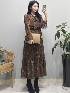 Really like these spring korean fashion 5661 Street Hijab Fashion, Korean Street Fashion, Korea Fashion, Asian Fashion, Modest Fashion, Fashion Dresses, Korea Dress, Korean Fashion Trends, Ulzzang Fashion