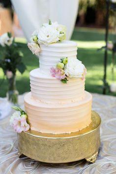 Wedding cake idea; Featured Photographer: TreCreative Photography
