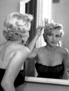 Marilyn Monroe Classic Beauty before everything became Fake.