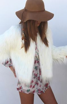 Boho fashion. Via HOMEBOY WOULD POISON MY DRINK