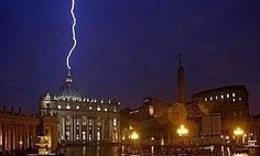 11 febrero de 2013 cae rayo en la basílica de San Pedro supuestamente es la representación del mal