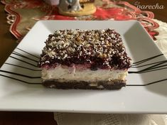 Luxusný vianočný koláč (fotorecept) - recept | Varecha.sk Tiramisu, Deserts, Ethnic Recipes, Basket, Postres, Tiramisu Cake, Dessert, Plated Desserts, Desserts