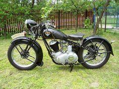 Vintage Bikes, Vintage Cars, Retro Vintage, Bike Engine, Motorcycle Art, Kustom, Vespa, Bobber, Cars And Motorcycles