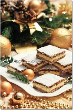 Prajitura Mimi Romanian Desserts, Romanian Food, A Food, Food And Drink, Eclairs, Food Cakes, Christmas Baking, Delicious Desserts, Cake Recipes