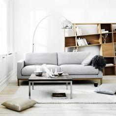 Le canapé North de la marque Bolia s'inscrit dans l'esthétique scandinave et est un élément élégant et classique indispensable à votre intérieur. Il est une valeur sûre qui ne se démodera pas au fil du temps. Décoration et mobilier design à Paris.