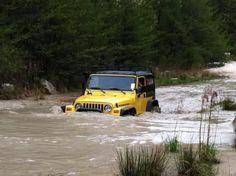 Cruzando un rio 4x4