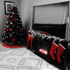 Black and Red Christmas decor Black Christmas Decorations, Black Christmas Trees, Plaid Christmas, Xmas Tree, Christmas Themes, Holiday Decor, Turquoise Christmas, Christmas Tree Inspiration, Holy Night