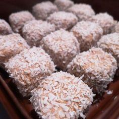 tillsatt lite mixat kokos i smeten Bagan, Pioneer Woman Cinnamon Rolls, Baking Recipes, Dessert Recipes, Grandma Cookies, No Bake Snacks, Swedish Recipes, Pavlova, How To Make Bread