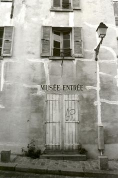 1900 photo of a museum in Montmartre, that area perched atop a hill to the north of Paris's city center, Montmartre was initially a rural village dotted with vineyards and windmills.