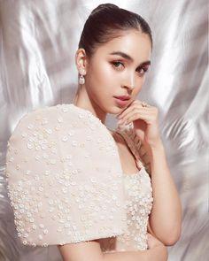 Modern Filipiniana Dress, Filipiniana Wedding, Reception Suits, Wedding Dress Trends, Wedding Dresses, Filipina Girls, Filipina Beauty, White Gowns, Indian Designer Wear