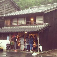 @_14ken_ 雨宿り#古い建物 ...Instagram photo   Websta (Webstagram)