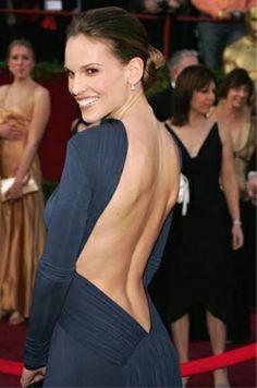 Le dos-nu d'Hilary Swank
