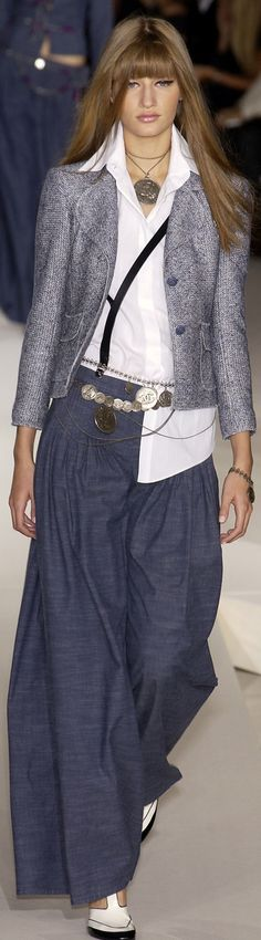 White collar shirt, grey jacket, navy pants, white shirt, chain belt, silver necklace, pink lip, eyeliner, black bracelet