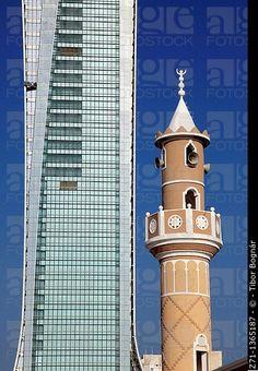 Kuwait, Kuwait City, rascacielos, mezquita, minarete,